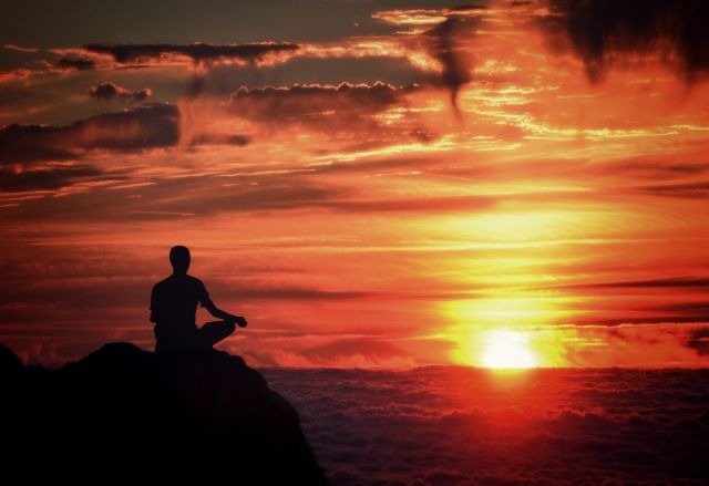 How meditation helps to attain success in 11 proven ways?